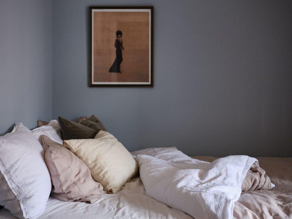 minimalist small apartment decor