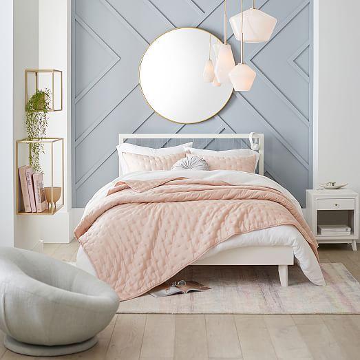 minimalist soft room