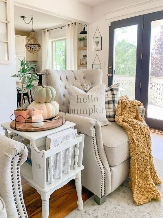 tips decorate room with pumpkins